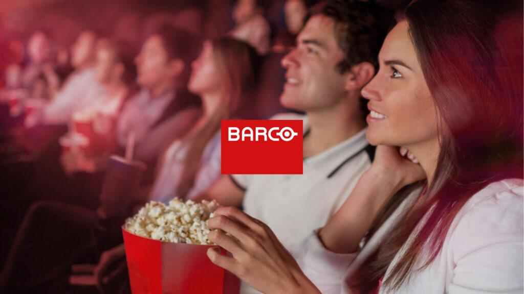 Een publiek geniet van projecties in een cinemazaal: Barco is een wereldspeler op vlak van digitale visualisatie